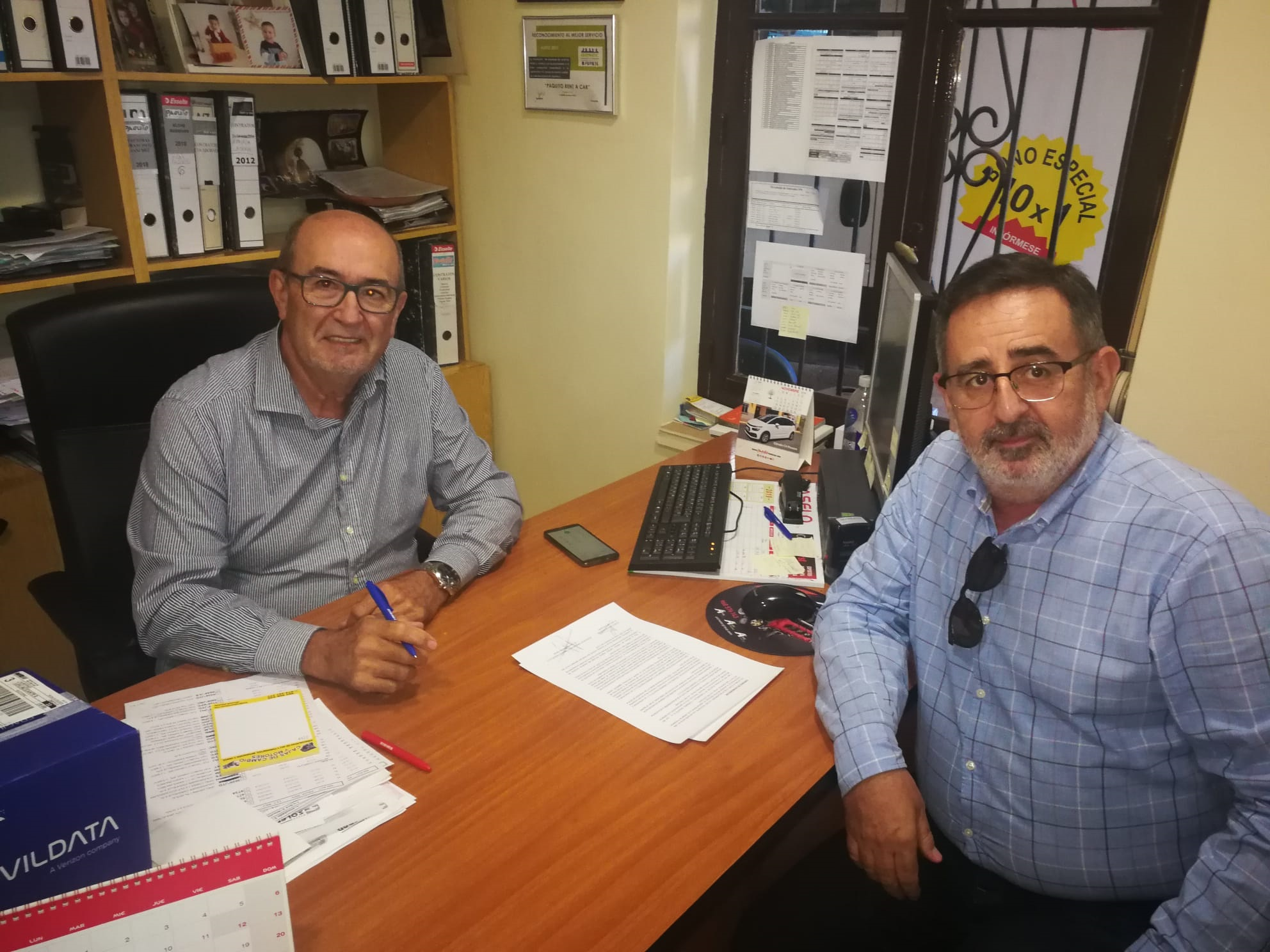 Firma del patrocinio entre el Club Balonmano Elche y Paquito Rent a Car